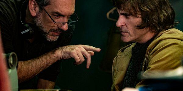 Director Todd Phillips and Joaquin Phoenix Joker (2019). Photo – Niko Tavernise – 2019 Warner Bros. Entertainment Inc.